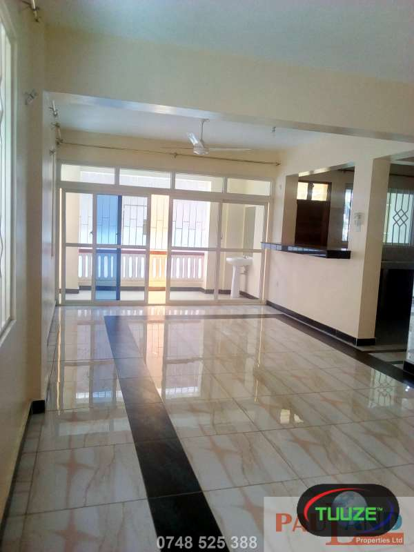 3 Bedroom Apartment  Master En suite  Beach Rd Nya