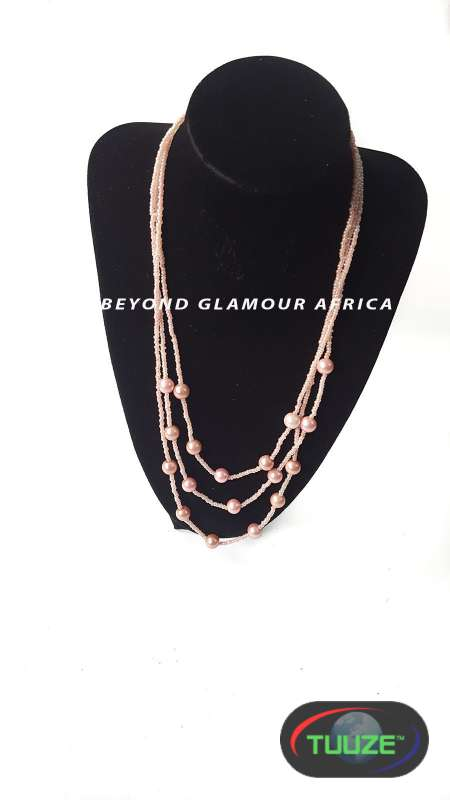 Pink tripple strand pearl necklace